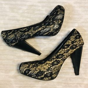 BKE Bonded Black Lace and Cream Heels size 9